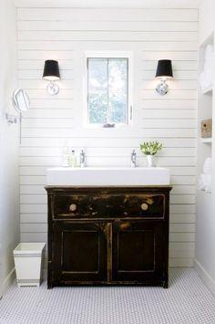 Farmhouse Bathrooms {Farmhouse Friday