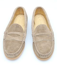 This loafer's color is classic! and awe-some!!!