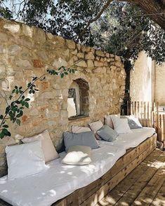 Wohnen Outdoor Toskana Hinterhof, # Gartenhaus # Hinterhof # Toskana, A Fashionista's Dream: Luxurio Outdoor Rooms, Outdoor Gardens, Outdoor Living, Outdoor Decor, Outdoor Ideas, Rustic Outdoor Spaces, Outdoor Lounge, Outdoor Seating, Patio Interior