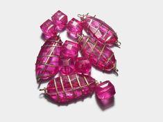 11 Δεκ 2019 - fuchsia Acrylic Beads ~ Resin Beads Plastic Faceted Beads Jewelry findings Diy Jewelry Vintage beads Craft supplies by Neda Beads Jewelry, High Jewelry, Etsy Jewelry, Jewelry Findings, Diy Jewelry For Beginners, Vintage Thrift Stores, Handmade Accessories, Handmade Jewelry, Handmade Gifts