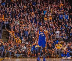 Warriors Surge Past Suns  Splash Brothers Combine For 60 Points Posted: Nov 13, 2016 The Warriors have equaled their longest winning streak of the season after defeating the Suns 133-120 at Oracle Arena on Sunday. Stephen Curry and Klay Thompson led all scorers with 30 points apiece, while Kevin Durant wasn't far behind with 29 of his own, as the Dubs erased a fourth quarter deficit and ran away with the victory in the final minutes. With the win, Golden State improves to 8-2 on the season.