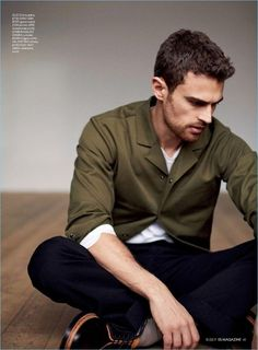 Starring in a photo shoot for ES magazine, Theo James wears a COS jacket, Ermenegildo Zegna sweater, Gucci trousers, and Valentino shoes. Theo James, Theodore James, James 4, Tobias, Good Looking Actors, My Sun And Stars, Herren Outfit, Gorgeous Men, Beautiful