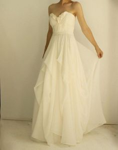 Feminine wedding dress. Flowy ;)