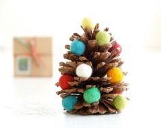 DIY Weihnachtsbaum Kit, handgemachte Xmas Dekoration, Waldorf-Zapfen und Filz Ball Tree - The Magic Zwiebeln Crafting Children