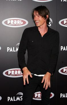 every time Brandon Boyd smiles, an angel gets it's wings.