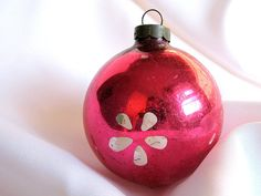 #Vintage Hot #Pink USA #Christmas Ornament with Mod White Flowers. $3.50, via Etsy.