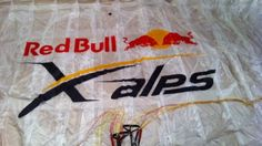 Air-Tattoo Gleitschirmbeschriftung   Air-Tattoo Gleitschirmbeschriftung   Style your Glider... Air Tattoo, Snack Recipes, Snacks, Red Bull, Ale, Snack Mix Recipes, Appetizer Recipes, Appetizers, Ale Beer
