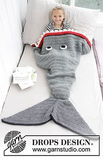 b0449f5db1d Crocheted shark blanket for kids. Size 3-14 years Piece is crochet in DROPS