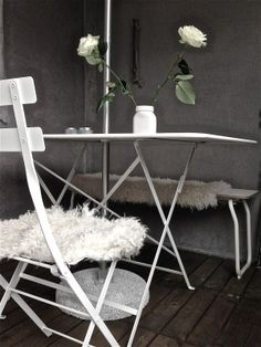 Chairs and table from the Bistro series by Fermob. Via the blog Lyckans Ost. The Bistro, Outdoor Spaces, Outdoor Gardens, Terrace, Sweet Home, Chairs, Pretty, Table, Blog