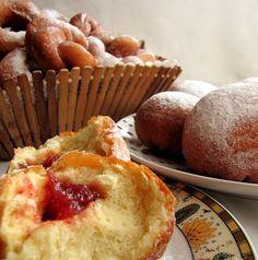 Gotowanie jest łatwe: Ciasto drożdżowe na pączki obwarzanki i inne słodk...