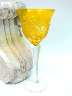 Wein Kristall Römer Glas Gelb Mit Sternschliff Höhe: 21 cm $20.00