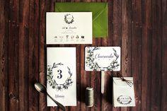 """Nicio cununie nu ar fi la fel fără multe cunune de flori Petale pentru """"mă iubește"""", buchete pentru invitați și domnișoare de onoare, cocarde și piese centrale. Această invitație aduce un mănunchi de frumusețe nunții voastre. #setthedate #design #print #events #weddingideas #weddinginvites #weddinginvitations #weddingcard #papercraft #stationary #weddingstationary #nunta #invitatiinunta #papetarienunta #weddingideas #weddings #wedding2016…"""