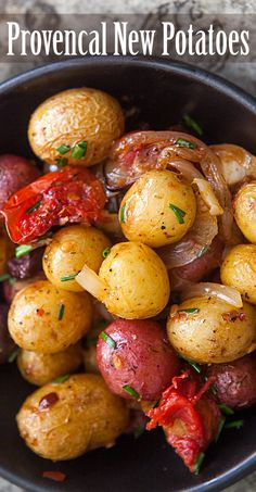 Vegan Provençal new Potatoes, roasted with Onions, Garlic, Tomatoes, Olives and Herbes de Provence. Potato Dishes, Potato Recipes, Food Dishes, Tuna Recipes, Recipies, Vegetarian Recipes, Cooking Recipes, Healthy Recipes, Ovo Vegetarian