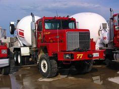 International Harvester Truck, International Scout, Cool Trucks, Big Trucks, Types Of Concrete, Equipment Trailers, Mixer Truck, Concrete Mixers, Heavy Duty Trucks