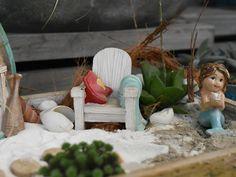 Wer hat auch Bock auf Strand, Sommer, Urlaub und Meer? #minigarten #miniaturwelt #minidekoration #elfe #mädchen #dekoartikel #erlebnisgärtnerei #hödnerhof #ebbs #mils #dez #innsbruck #tirol #größtegärtnereitriol #ausflugsziel #erleben #pflanzenwelt #dekowelt #gartenpflanzen #minipflanzen #zimmerpflanzen #saisonpflanzen #gärtnerei #eigenproduktion Innsbruck, Strand, Mini Plants, Roses Garden, Garden Plants, House Plants, Vacation, Summer, Decorations