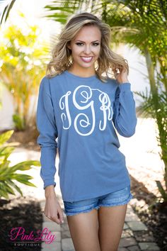Your true colors are sure to show in this new vinyl monogram Comfort Colors long sleeve tee! It's perfect year round - from breezy spring nights in the backyard to sipping hot cocoa on a cold winter's night.