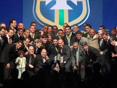 Fluminense recebe a taça na Premiação Brasileirão 2012 (Foto: Miguel Schincariol / Globoesporte.com)