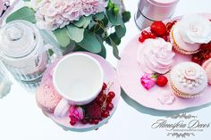 By Atmosfera Decor © Pink, wedding, decoration, flowers, candy bar, cupcake, macaroons, berry