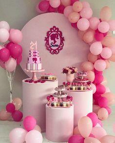 Barbie Party Decorations, Barbie Theme Party, Barbie Birthday Cake, Birthday Balloon Decorations, Birthday Cake Girls, Party Themes, Birthday Crowns, Anniversaire Candy Land, Bolo Barbie