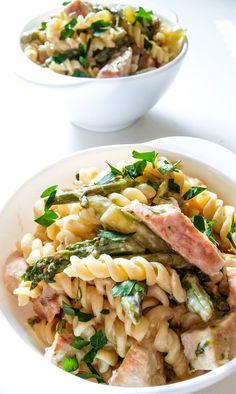 Makaron z kurczakiem, szparagami i kremowym sosem Lasagna, Pasta Salad, Risotto, Ethnic Recipes, Food, Meal, Essen, Cold Noodle Salads, Hoods