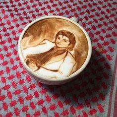 Coffee artist creates amazing portraits in latte foam Great Coffee, Coffee Art, Michael Jackson Bad Era, Coffee Drink Recipes, Creative Food Art, Jackson's Art, Decorating Coffee Tables, Latte Art, Coffee Shops