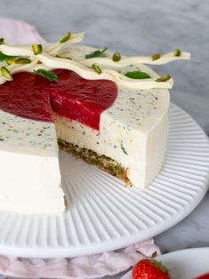 Strawberry mojito cheesecake | Brinken bakar Mojito Cheesecake, Strawberry Mojito, Sweet Pastries, Greens Recipe, Tart, Cake Decorating, Sweet Treats, Sweets, Recipes