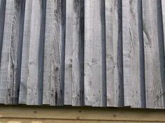 Bardage-argente-vertical-avec-couvre-joint