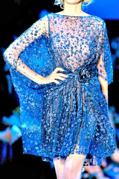 Elie Saab fall 2011 couture details - love this blue Haute Couture Style, Couture Mode, Couture Fashion, Runway Fashion, Couture Details, Elie Saab Couture, Blue Fashion, Look Fashion, Fashion Outfits