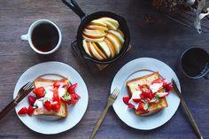 #さっちゃんの苺 はおいしいなぁ子どもがお菓子より飛びつくくらい甘い#西岡産業 の苺は毎年のお楽しみ#とくしまマルシェ によく出てるので見かけたら是非デニッシュ食パンにたっぷり苺あーー幸せ #朝ごはん #朝食 #苺 #珈琲 #パン #おうちごはん #vsco_food #onmytable #bread #breakfast #strawberries #暮らし #食卓 by saki.214