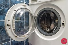 Clean environmentally friendly washing machine with home remedies - Home Organisation, Life Organization, Ard Buffet, Small Laundry Rooms, Fresh And Clean, Home Remedies, Washing Machine, Life Hacks, Household
