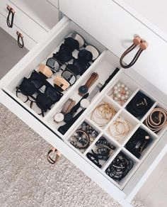 Learn How To Organize a Messy Room with these 39 Decluttering Ideas - Walk In Closet - Small Apartment Organization, Home Organisation, Bathroom Organization, Makeup Organization, Dresser Drawer Organization, Storage Drawers, Small Apartment Closet, Apartment Closet Organization, Closet Drawers