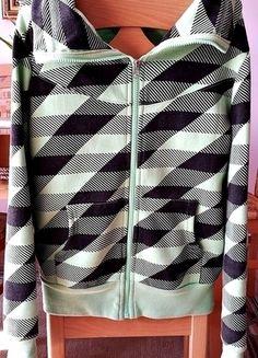 Kup mój przedmiot na #vintedpl http://www.vinted.pl/damska-odziez/bluzy/13045782-bluza-seledynowa-bez-kaptura-must-have-34-36
