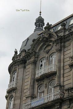 Si quieres conocer los paseos por la arquitectura de Vigo, no dudes en visitar www.turismodevigo.org En nuestra web encontrarás todas las rutas :)