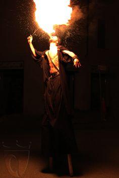 """Spettacolo di """"mangiafuoco"""" ad Arquata Scrivia - luglio 2014"""
