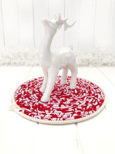 Red And White Quilts, Cool Tables, Etsy Business, Secret Santa Gifts, Table Centerpieces, House Warming, Collaboration, Festive, Etsy Seller