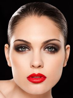 Classic make-up... looks like one of the girls in the videos of Robert Palmer back in the 80s :)