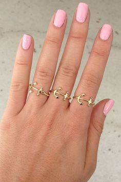 Anchors. And that nail color!