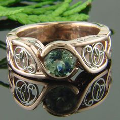 Oh my...i love, LOVE, LOVE this ring! Rose gold and green sapphire Celtic ring  #celticring