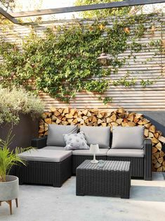 9 things to consider before creating an outdoor garden room If you want to create a relaxing garden space invest in some comfortable and stylish garden furniture. Rattan seating is a popular choice. Outdoor Garden Rooms, Garden Spaces, Outdoor Spaces, Outdoor Gardens, Outdoor Living, Modern Gardens, Balcony Garden, Rattan Garden Furniture, Pallet Furniture