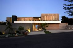 Beachyhead – Elegant Home with Stunning View by SAOTA Architects