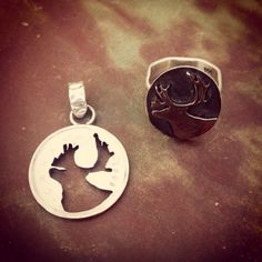 Silver Pendant made from a Canadian Quarter. Silver Ring made from a Canadian Quarter.  Anillo y dije de plata con moneda canadiense. #silverring #coinjewelry #joyeriaconceptual #anillomoneda #contemporaryjewelry #handmade #joyeriacontemporanea #metalsmith