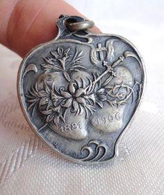 SUPERB ART NOUVEAU BOTH SACRED HEARTS STERLING SILVER HEART MEDAL.D 1906.