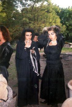 Das 1. WGT 1992: eine große Gothic-Klassenfahrt » Der schwarze Planet Goth Bands, Vintage Goth, 80s Goth, Punk Goth, Punk Fashion, Grunge Fashion, Wave Gotik, Goth Subculture, Goth Look