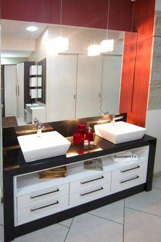 Uma boa solução para quem tem espaço de sobra no banheiro, e quer garantir a individualidade do casal é separar uma cuba para cada um!!
