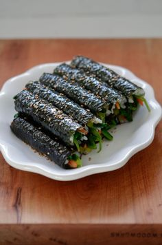 These mini seaweed rice rolls (mayak gimbap) is addictive as the name mayak says, which means narcotic. There is no narcotic substance in the recipe.