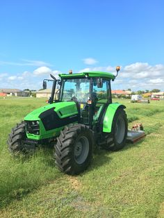 New kid on the block. Deutz 5115.4. Simply love this tractor.