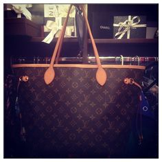One Style At a Time: Never Full with a Louis Vuitton Handbag! Louis Vuitton Handbags Sale, New Handbags, Louis Vuitton Neverfull, Fashion Handbags, Neverfull Gm, Vuitton Bag, Fashion Days, I Love Fashion, Fashion 2014