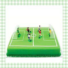 Zo maak je makkelijk een voetbaltaart voor je kinderfeestje! http://dekinderkookshop.nl/koken-met-kinderen-product/voetbal-taartdecoratie/