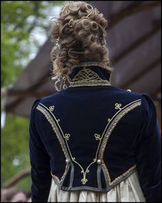 Speaking of costumes worn only once.... this Regency style Spencer jacket that I made some years ago, I have worn it only one afternoon. It's made after a painting of Louise of Prussia in riding habit, 1808. It's really nice and I should wear it again. Photos are made by @erickleijngeld. . . #historicalcostume #costumemaking #handmade #sewing #reenactment #19thcentury #janeausten #napoleon #waterloo #josephine #georgian #hussar #militaryuniform #costumehistory #1800s #historiccostume…