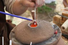 Glasperlenherstellung am Lehmofen - Making Viking Glass beads over a clay kiln/oven! That's so amazing! (The site is in German so translate to read the text, but check out the other photos they have too)